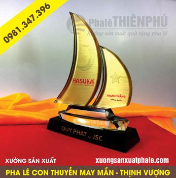 kỷ niệm chương pha lê thuyền buồm